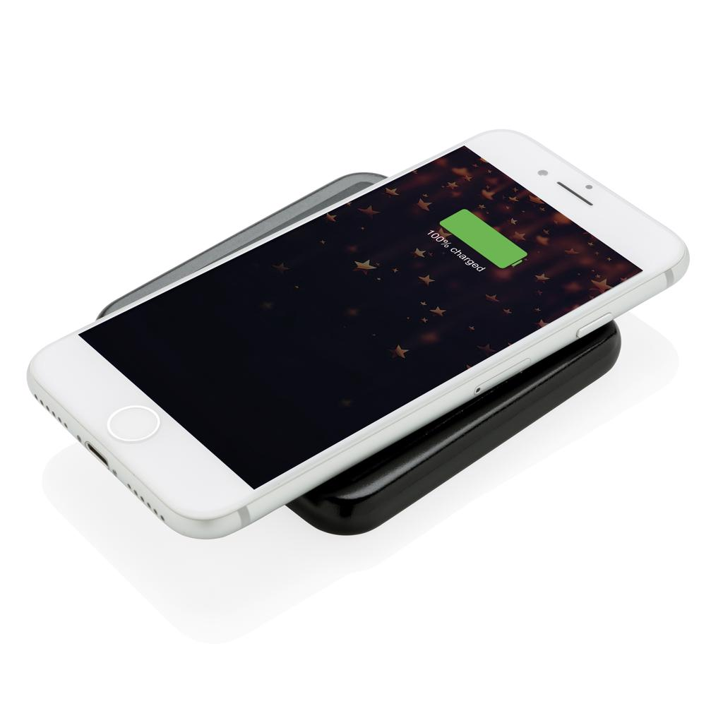 once connected it will light up for optimal exposure. Compatible with all QI enabled devices like Android latest generation
