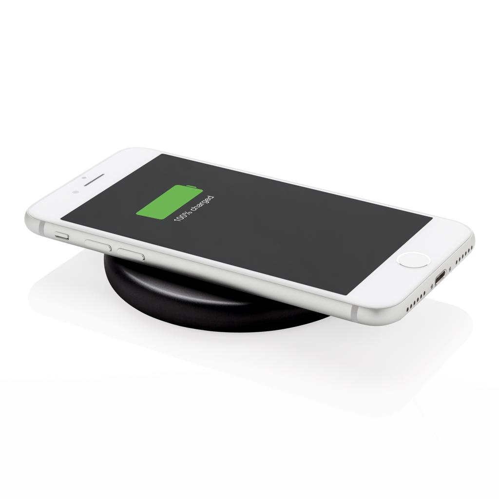iPhone 8 and up. Input: 5V/2A. Wireless Output: Output: 9V/1.1 10W.